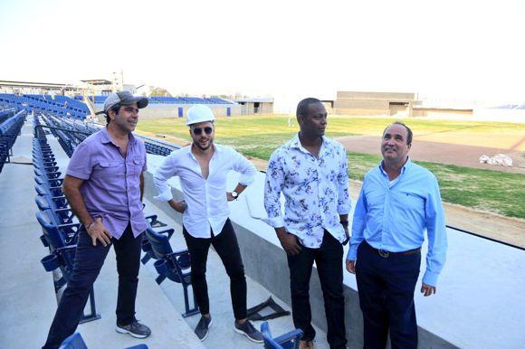 Alcalde Barranquillla inspecciona nuevo estadio Edgar Rentería