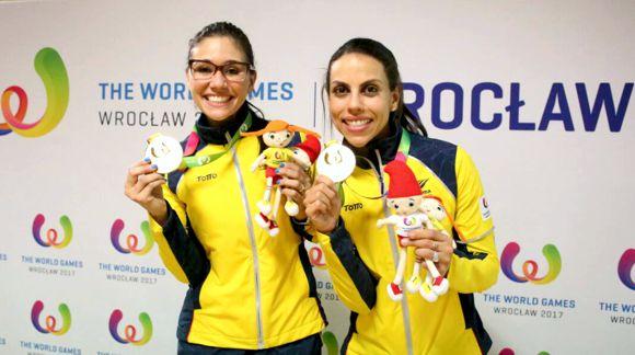 Clara y Rocio oro en bowling