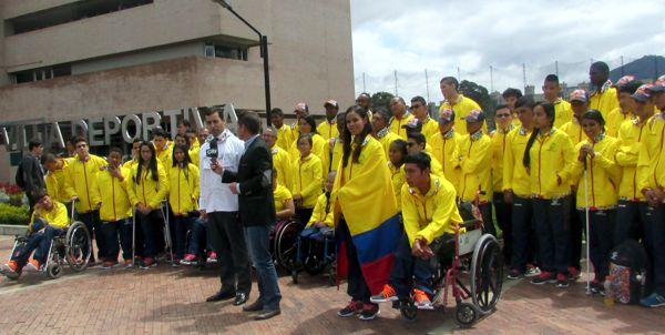 Entrega bandera a delegacion parapanamericana 2017