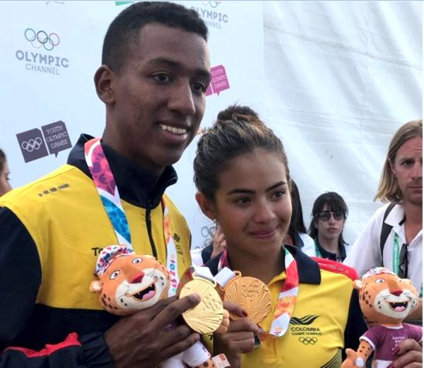 Gabriela Rueda y Jhonny Angulo