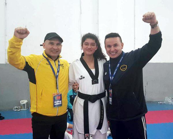 Laura Camila Ayala y técnicos