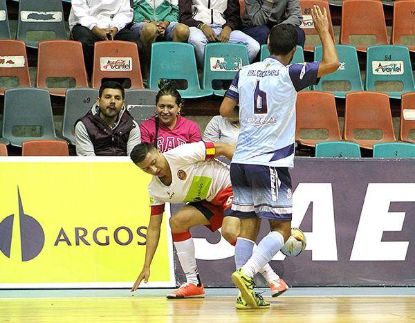 Saeta triunfo agónico en Bogota